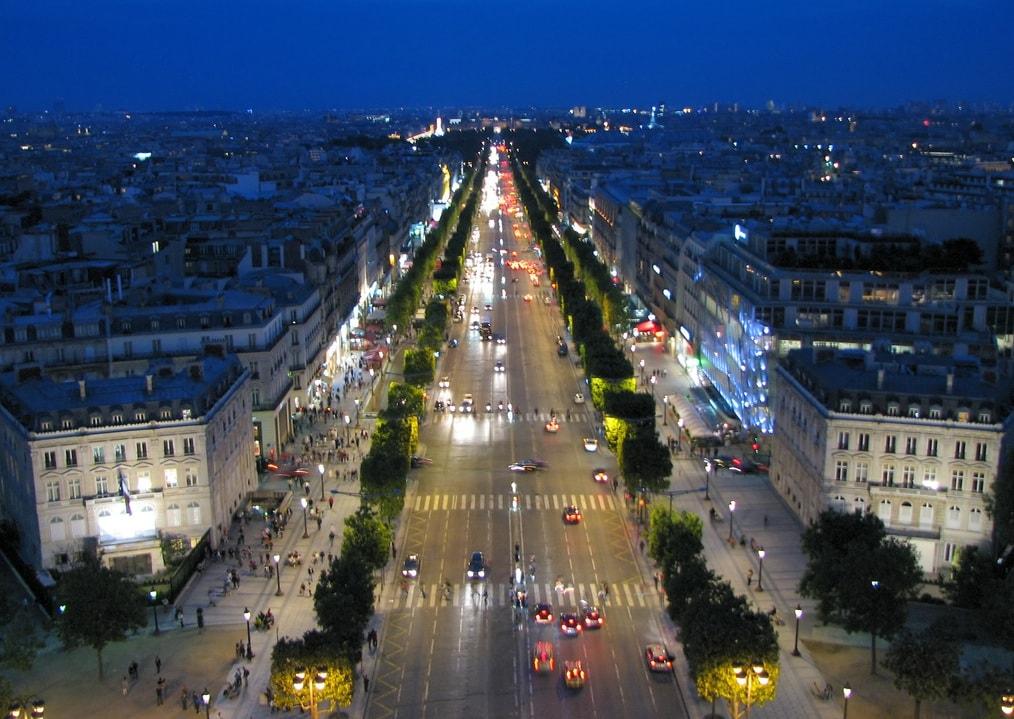 Udsigten fra Triumfbuen over Champs-Elysées